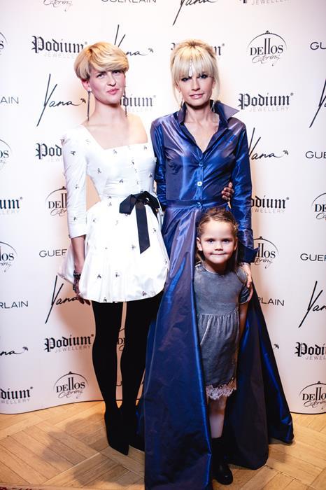 Полина Киценко и Яна Расковалова с дочерью Василикой