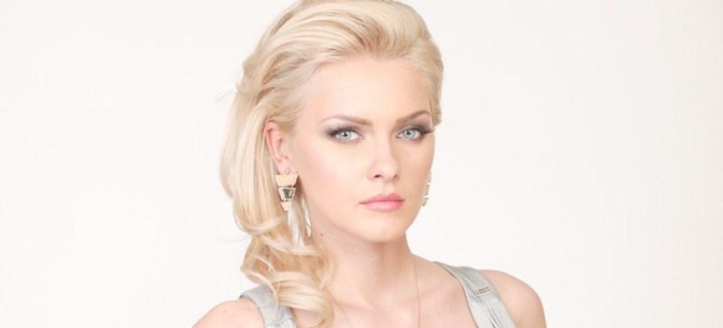 Румынская телеведущая Кристина Дочану, 30