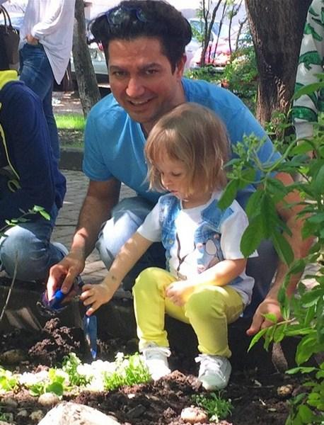 Алексей Боков с дочкой провел чудесный день на фестивале «Дети на Патриках».