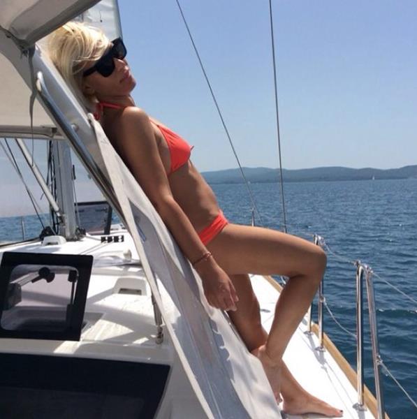 Аврора (41), телеведущая