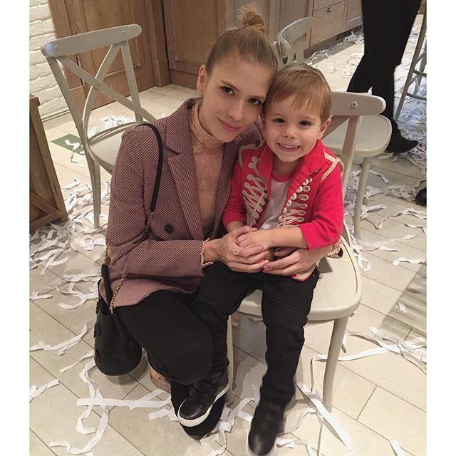 Лена Перминова позировала вместе со своим сынишкой Егором, которому исполнилось четыре годика.