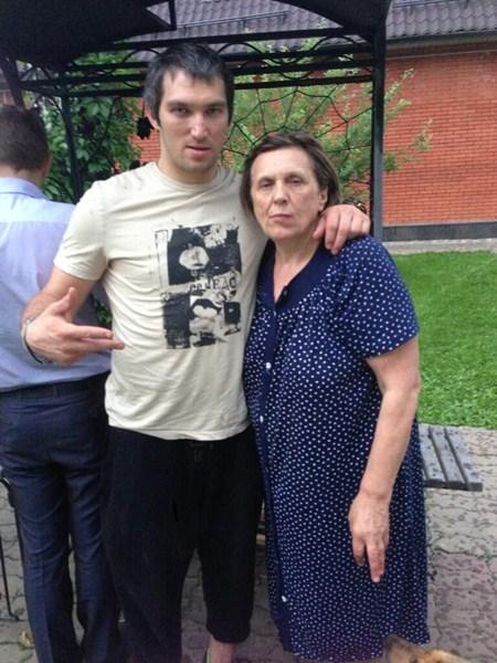 Нападающий хоккейного клуба Washington Capitals Александр (29) и Татьяна Овечкины