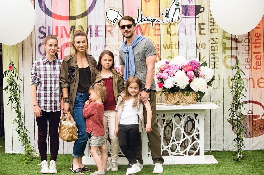 Анастасия и Сергей Рябцовы с детьми