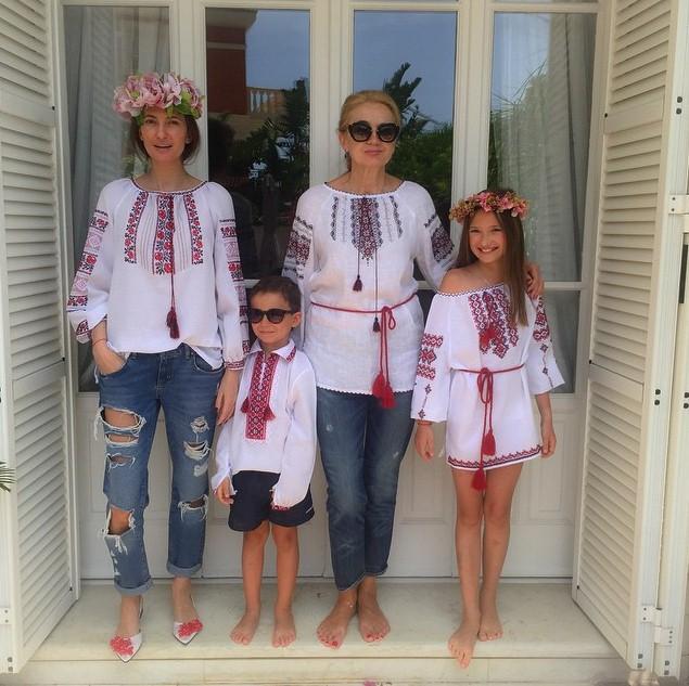 К Снежане Георгиевой приехала сестра из Киева и привезла подарки.
