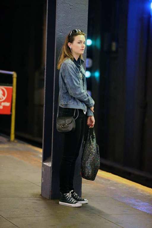 Актриса, певица Лейтон Мистер (28)