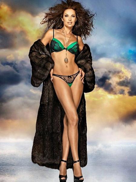 Эвелина Блёданс (45) хвасталась подписчикам то ли идеальной фигурой, то ли высоким уровнем владения Photoshop.