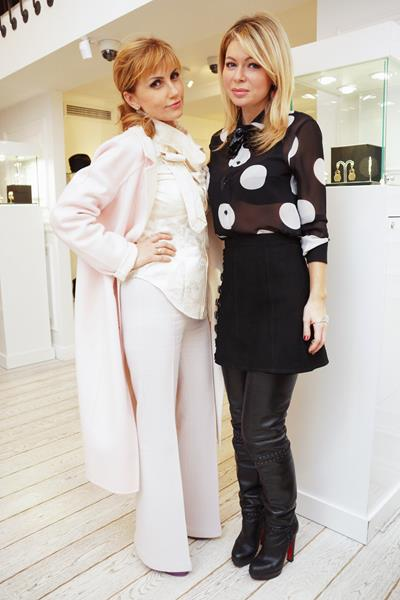 Эмма Салимова (слева)