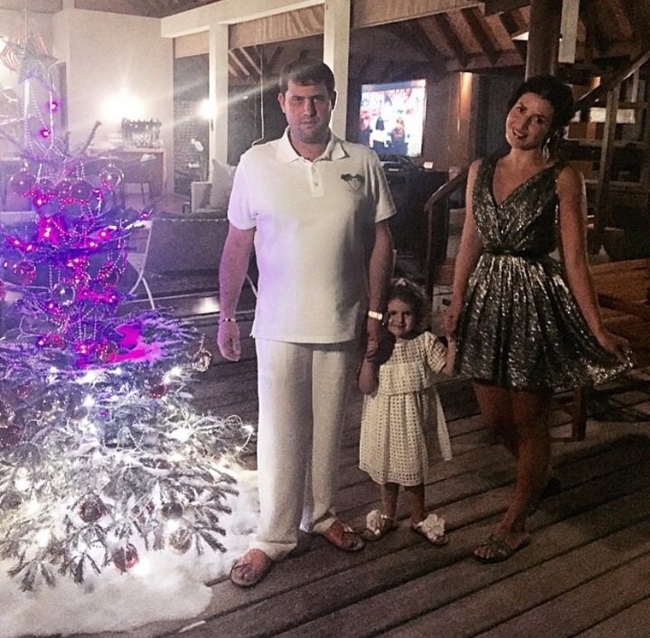 Певица Жасмин (37) с супругом, предпринимателем Иланом Шор (27) и дочерью Маргаритой (2) на Мальдивах