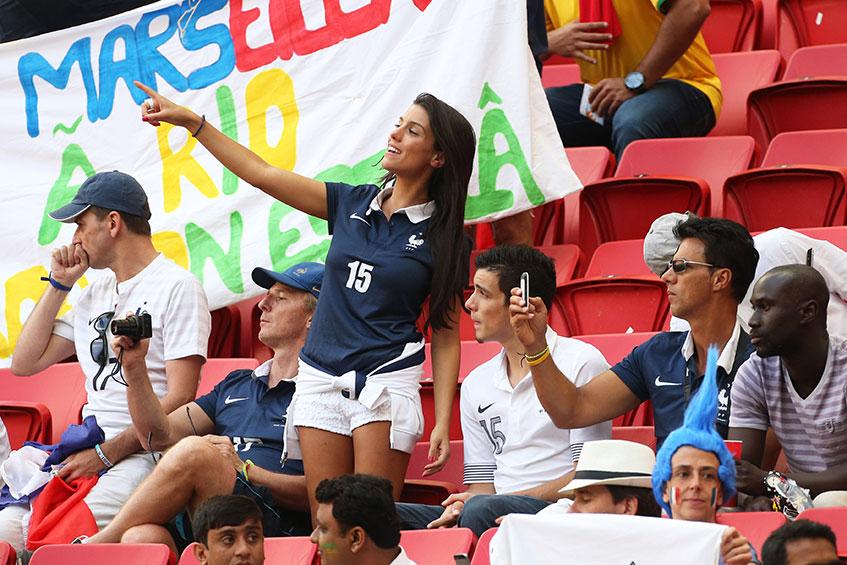 Модель Людивин Санья (26), жена защитника футбольного клуба Manchester City и сборной Франции Бакари Санья (31).