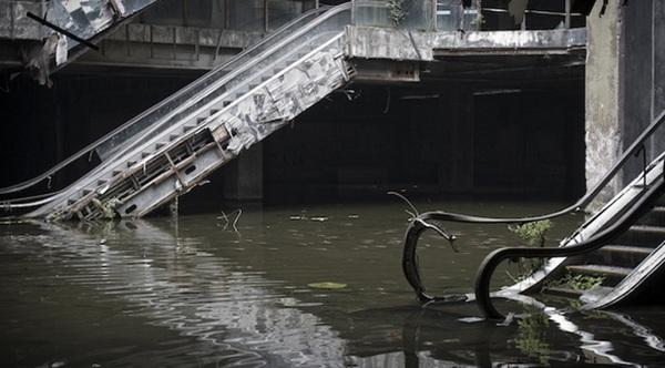 Затопленный торговый центр.