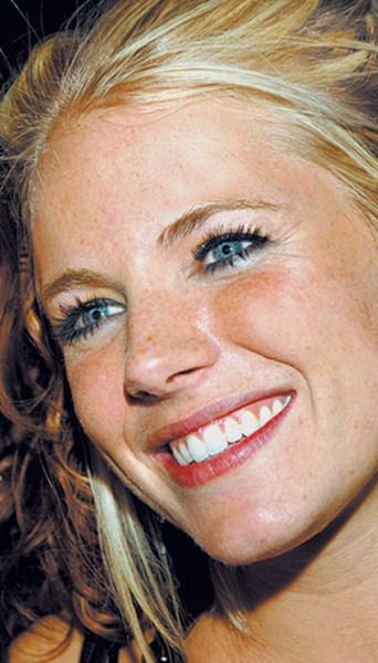 Актриса Сиенна Миллер, 33