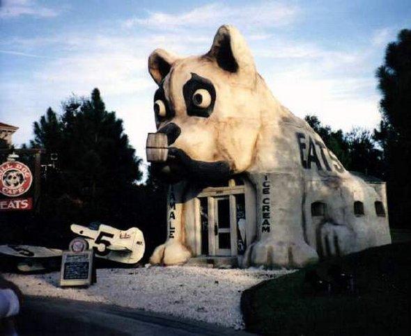 Дом - бульдог во Флориде, США (кафе).