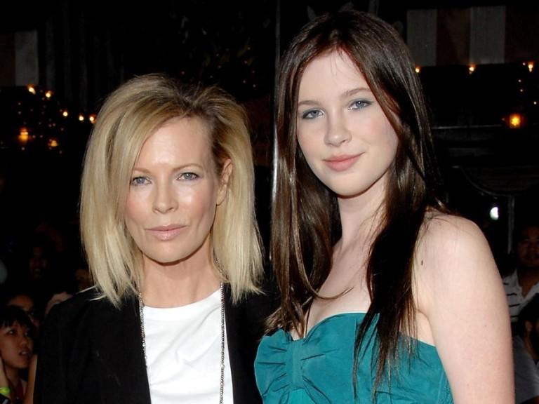 Актриса Ким Бейсингер (61) и модель Ирландия Болдуин (19)