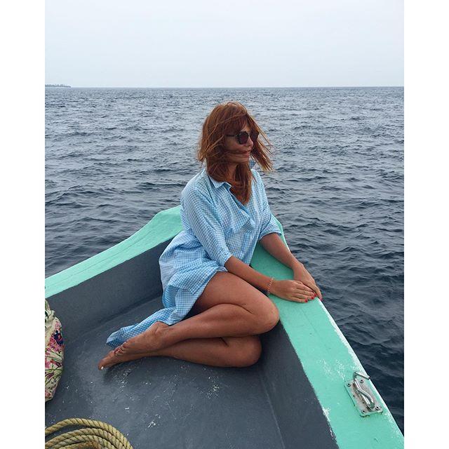 Пока мы все мерзли, Анастасия Стоцкая отдыхала на Мальдивах.