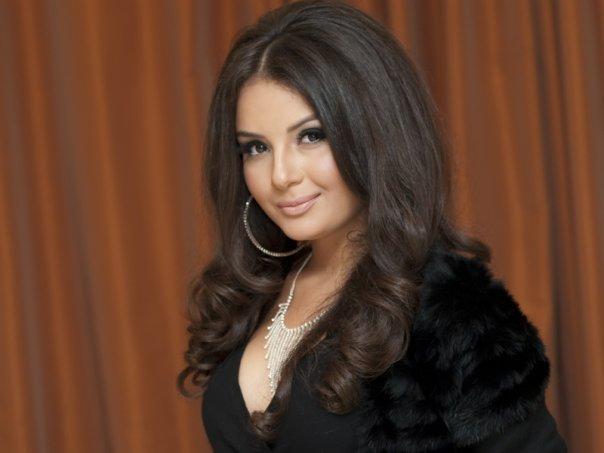 Айсель Теймурзаде [25] – азербайджанская R'n'B-певица. Вместе с Арашем представляла Азербайджана на конкурсе песни «Евровидение-2009».