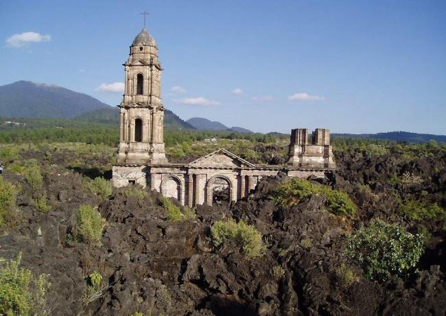 Церковь Сан-Хуан-Парангарикутиро, Мексика.