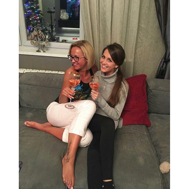 К Ольге Бузовой приехала сестренка, и они делились друг с другом тем, как провели праздники.