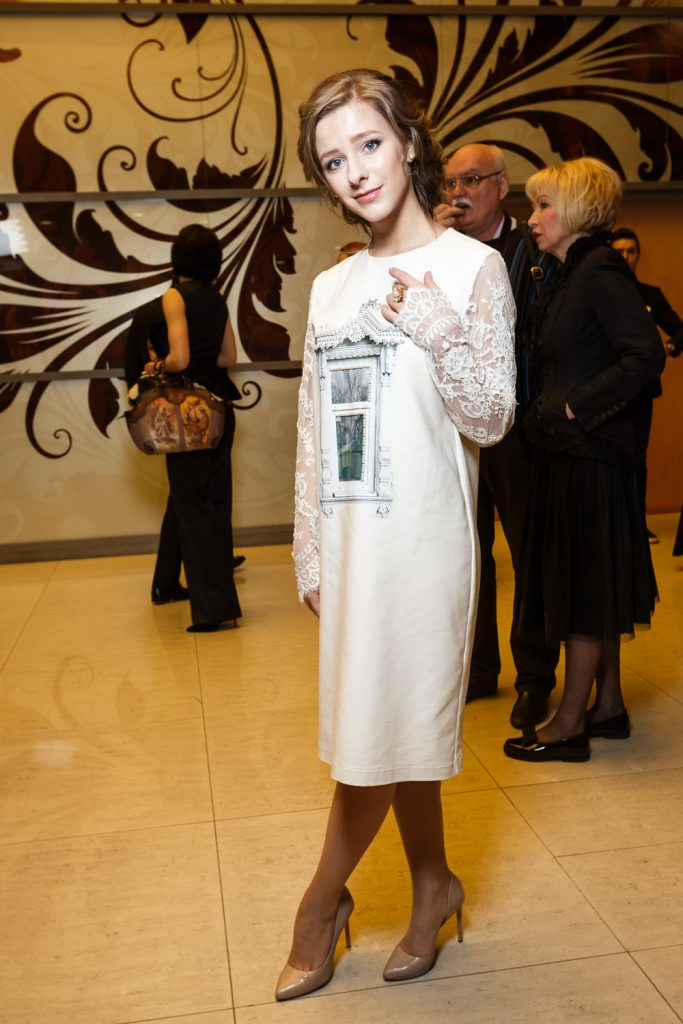 Лиза Арзамасова в платье Aka Nanita