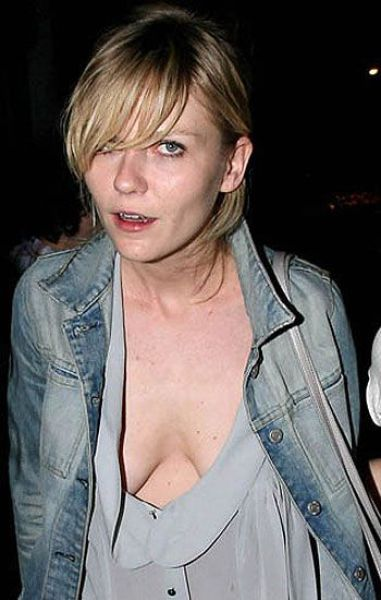 А Кирстен Данст (33) частенько попадалась фотографам в разгар вечеринки и без нижнего белья