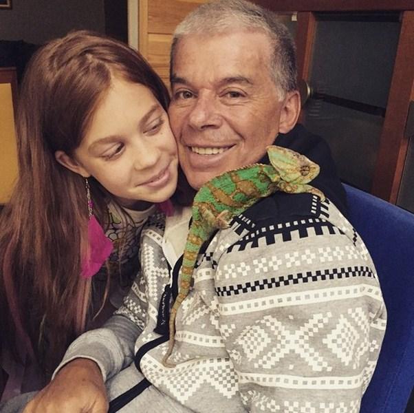 Семья Олега Газманова пополнилась еще одним членом – это хамелеон по имени Антон.