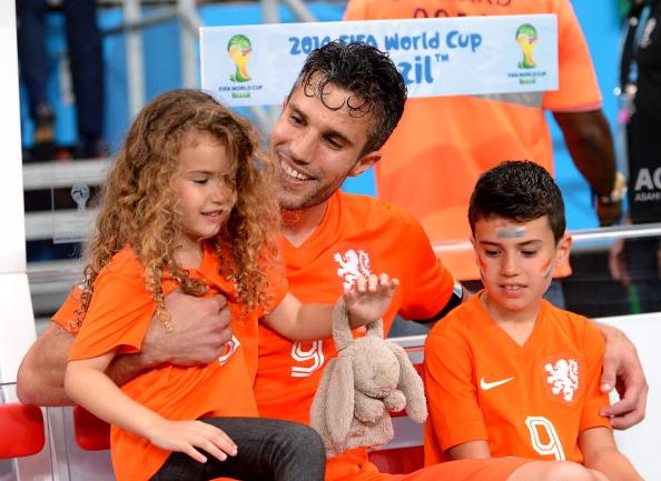 Нападающий футбольного клуба и сборной Нидерландов Manchester United Робин ван Перси, Диана Лайла (6), Шакил (9)