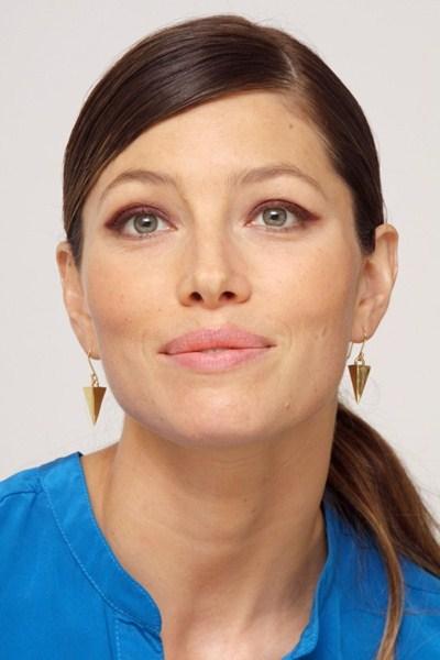 Актриса Джессика Бил, 33