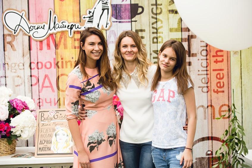 Дарья Веледеева и Екатерина Мухина с дочерью Машей