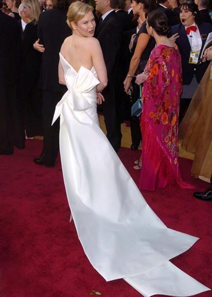 Актриса Рене Зеллвегер (45) в платье Carolina Herrera. 2014 год.
