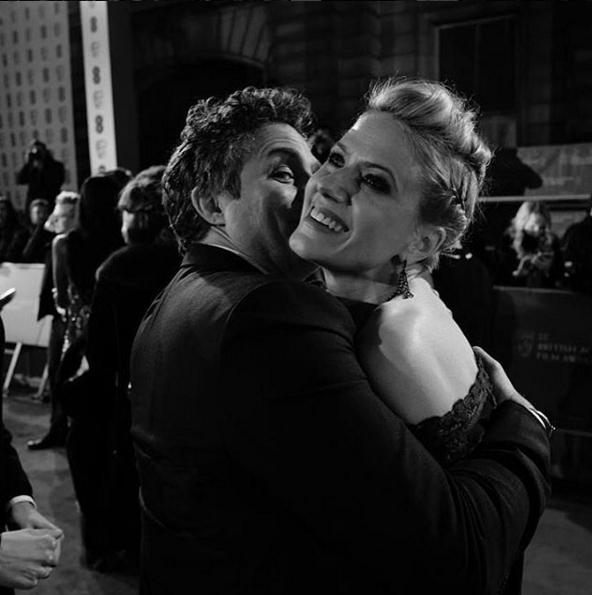 Марк Руффало за горячим поцелуем с женой