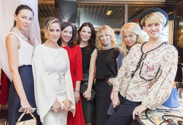Екатерина Бурса, Ольга Мичи, Мария Лобанова, Мария Верник, Светлана Захарова, Яна Рудковская и Полина Киценко