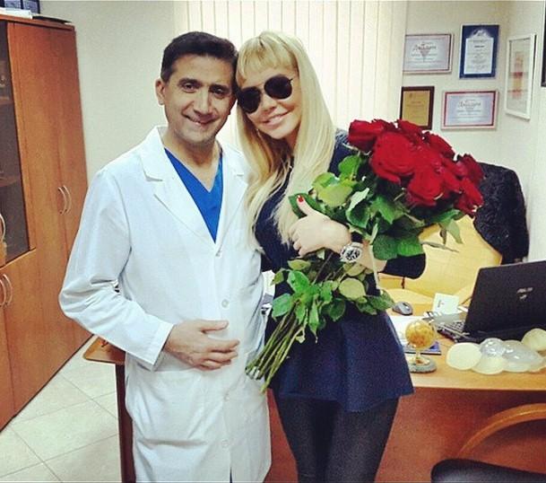 Маша Малиновская праздновала день рождения своего пластического хирурга, который сделал ей настолько крутые груди, что они вполне могут гастролировать отдельно.