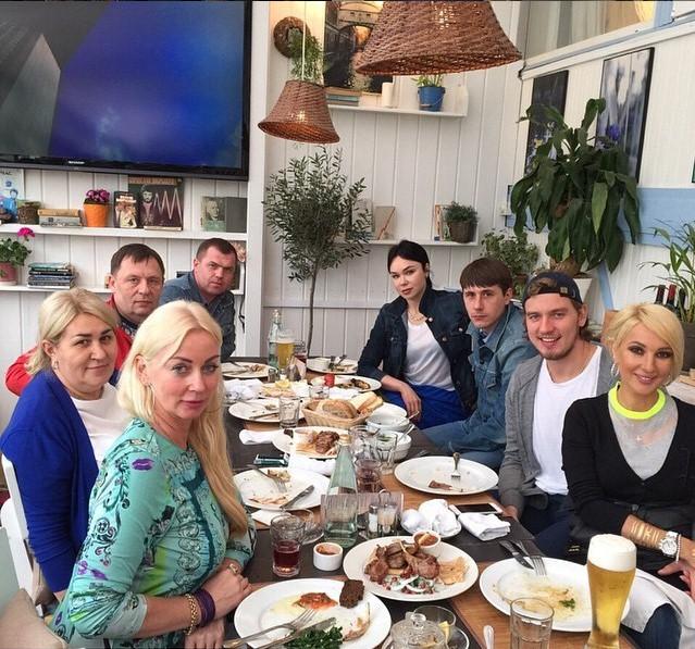 Лера Кудрявцева провела время в кругу семьи.