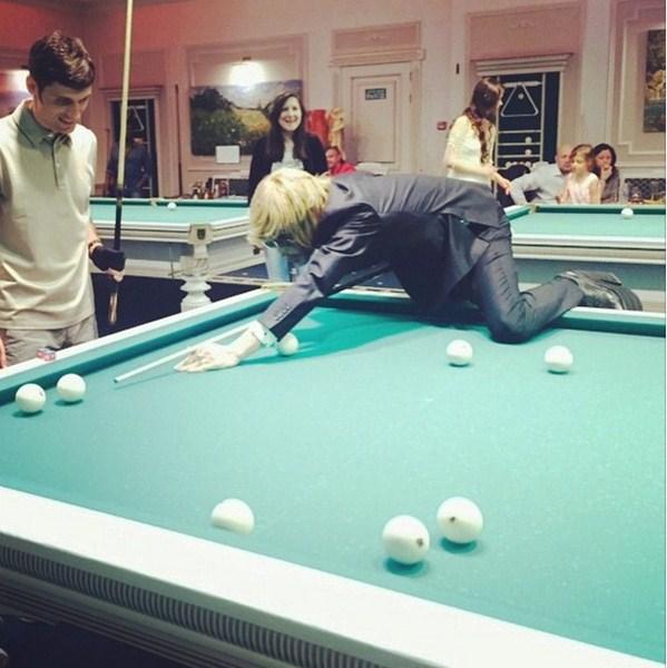 Сергей Зверев демонстрировал мастер-класс по игре в бильярд.