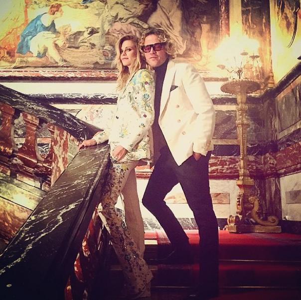 модель и It-girl Поппи Делевинь (28) и криативный директор Emilio Pucci Питер Дундас (45)