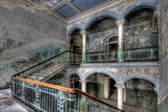 Заброшенный военный госпиталь в городе Белиц, Германия.
