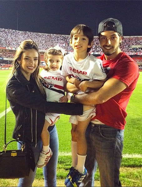 Модель и филантроп Каролина Селико (27), супруга полузащитника футбольного клуба San Paulo и сборной Бразилии Кака (32).