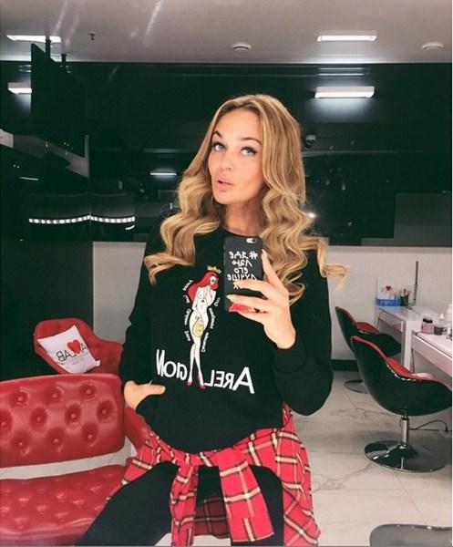 Алена Водонаева обновила цвет волос.