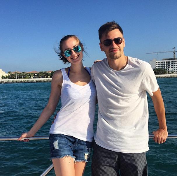 Защитник футбольного клуба ЦСКА и сборной России Георгий Щенников с женой Дианой (23) в Дубае
