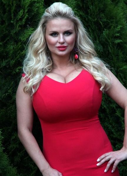 Певица и актриса Анна Семенович, 35 лет