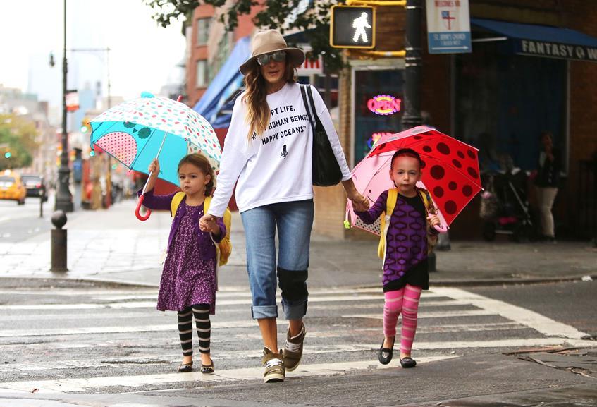 Благодаря суррогатной матери 23 июня 2009 года звезда «Секса в большом городе» Сара Джессика Паркер (49) стала матерью очаровательных двойняшек. Это Мэрион Лоретта Элвел Бродерик (5) и Табита Хоудж Бродерик (5)