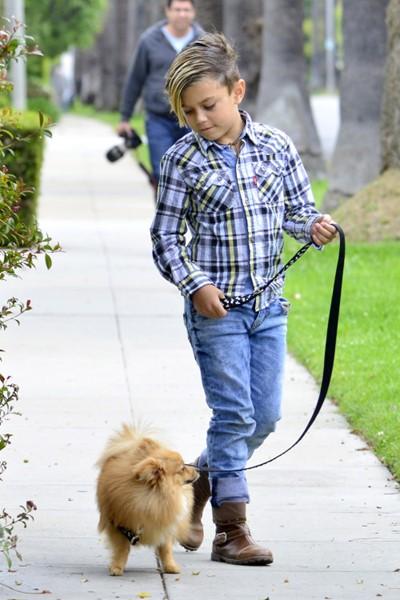 Еще один подходящий образ для прогулки с любимым питомцем.