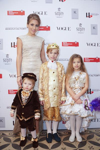 Юлия Барановская с сыновьями Арсением, Артемом и дочерью Яной