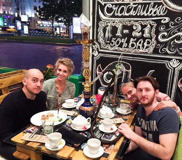 Кристина Асмус отдыхала с друзьями.