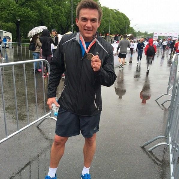 Влад Топалов с легкостью преодолел 10 км забега «Бегущие сердца».