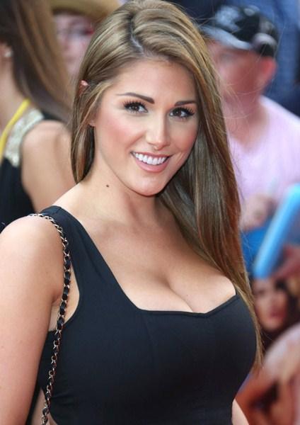 Стройные актрисы с грудью