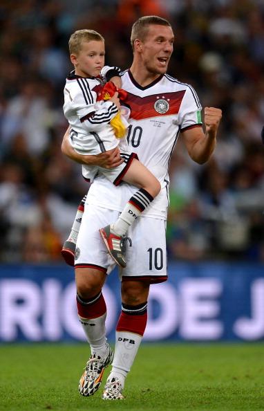 Нападающий Internazionale и сборной Германии Лукас Подольски (29), Луис (7)