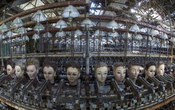 Заброшенная кукольная фабрика в Испании.