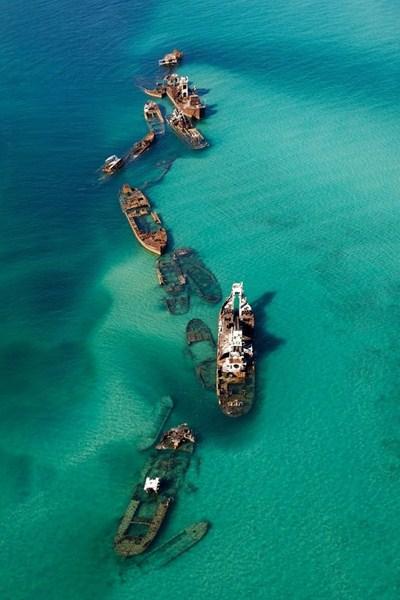 Затонувшие корабли в песчаной отмели, Бермудский треугольник.