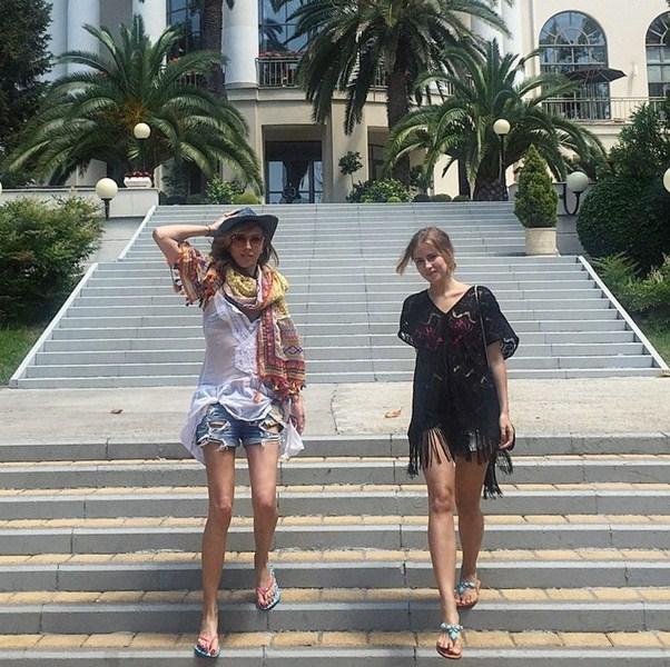 Светлана и Тата Бондарчук отдыхают в Сочи.