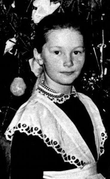 АЛЛА ПУГАЧЕВА (65), певица